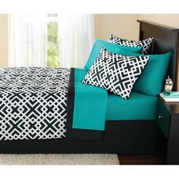 Mainstays Interlocking Geo Bed in a Bag Bedding Set King