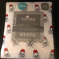 Queen Christmas Skull And Crossbones With Santa Hat Flannel